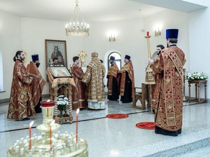 Светлый Понедельник. Митрополит совершил Великую вечерню в Воскресенском храме Кемерова