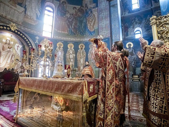 В день памяти великомученика Георгия Победоносца глава митрополии совершил богослужение в кафедральном соборе