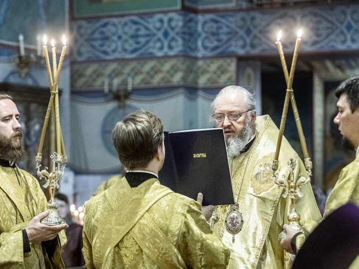 Митрополит Аристарх совершил Литургию в день памяти святителя Николая Чудотворца