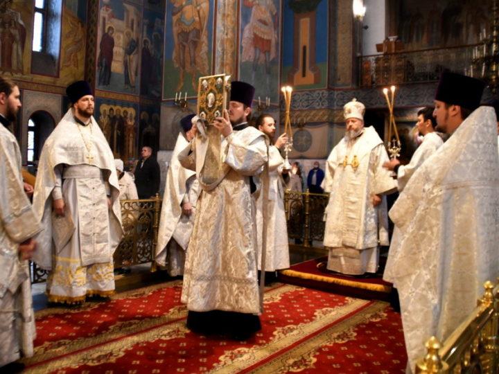 В седьмой воскресный день после Пасхи митрополит совершил Литургию в кафедральном соборе