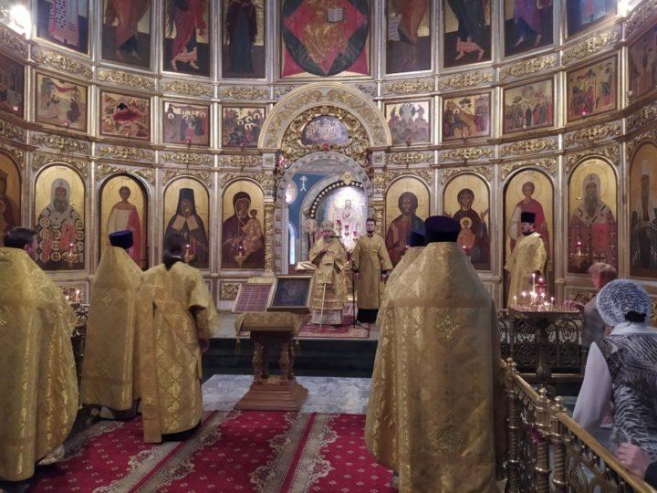 В день Всех святых глава митрополии возглавил богослужение в Знаменском соборе