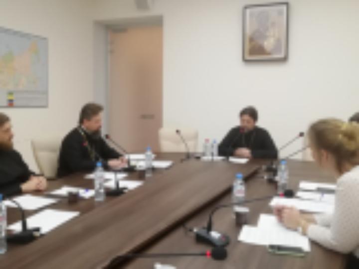 Учебный комитет провел вебинар, посвященный подготовке церковных специалистов в области приходского просвещения