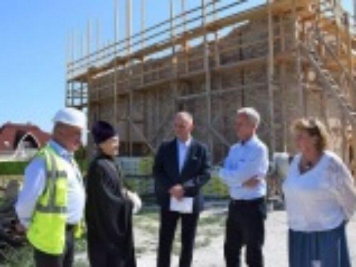 Госсекретарь Венгрии по делам религий М. Шолтес посетил стройплощадку православного храма в Хевизе