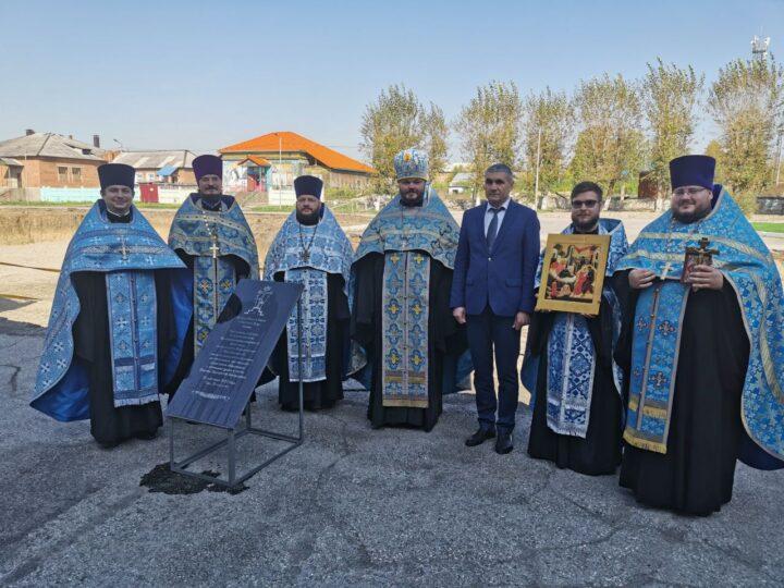 На территории шахты Сибирской состоялось освящение закладного камня под храм в честь Покрова Пресвятой Богородицы