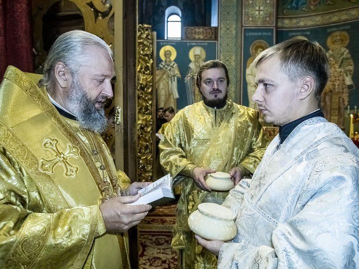 В первое воскресение сентября митрополит совершил диаконскую хиротонию