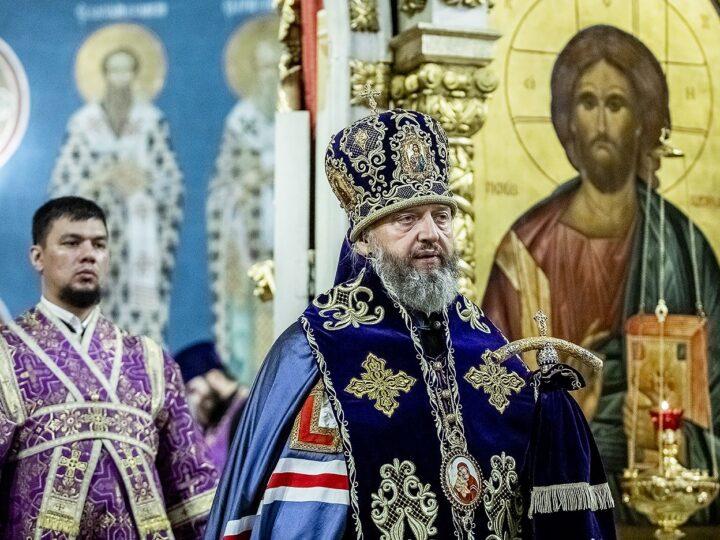 Митрополит Аристарх совершил чин Воздвижения Креста Господня