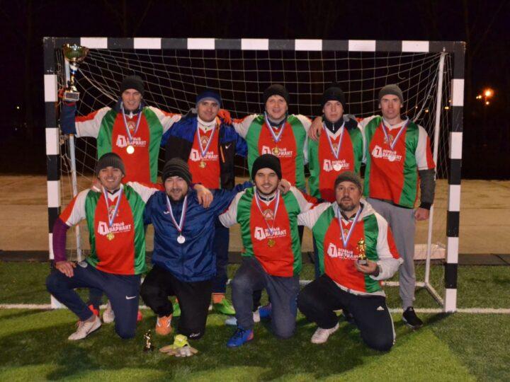 Футбольная команда при Молодёжном отделе победила в первенстве города
