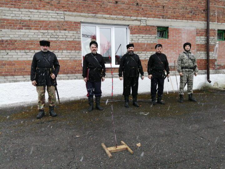 В Новокузнецке прошли отборочные соревнования среди казаков по рубке шашкой
