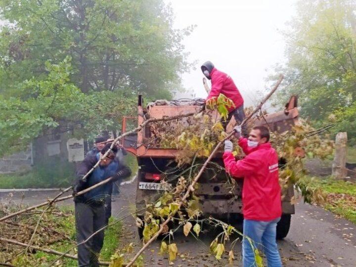 Волонтёры Кемеровской епархии приняли участие в экологическом субботнике