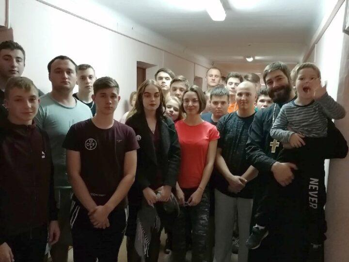 «Сила воли и сила духа»: руководитель волонтёрского центра Кемеровской епархии встретился со студентами техникума