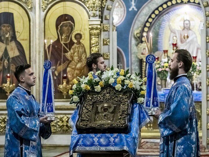 Глава митрополии совершил Всенощное бдение в канун престольного дня кафедрального собора