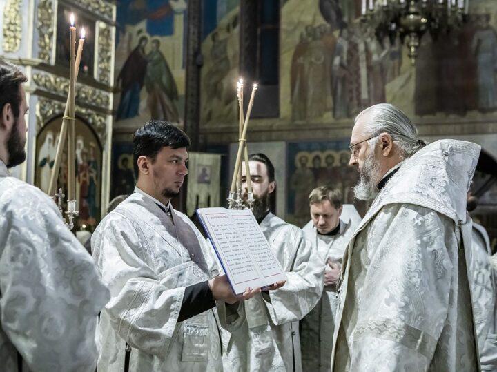 Глава митрополии возглавил новогодний молебен в главном храме Кузбасса