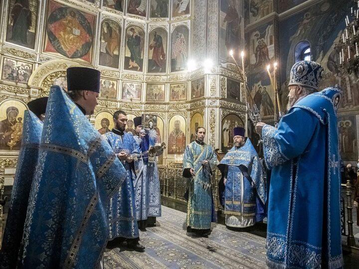 4 декабря 2020 г. Празднования Введения во храм Пресвятой Богородицы в Знаменском кафедральном соборе Кемерова