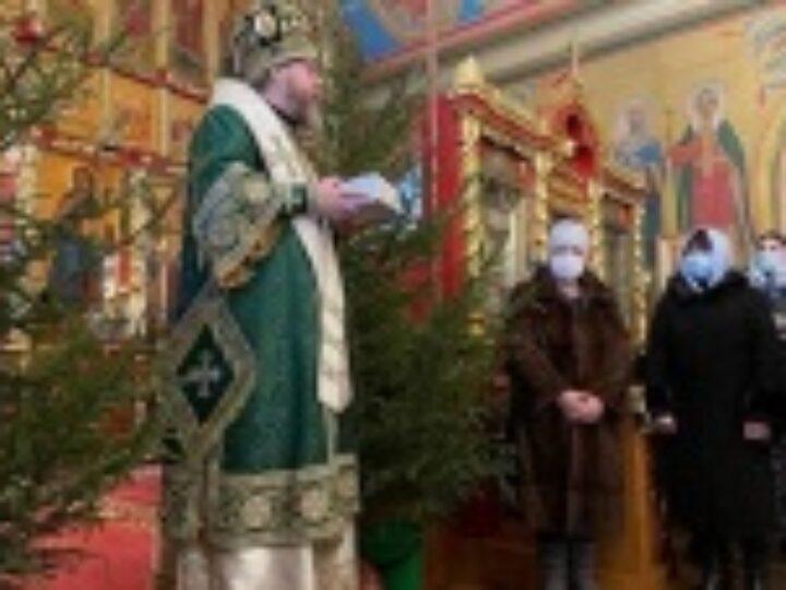Глава Псковской митрополии передал администрации Псковской области 15 тысяч экспресс-тестов на COVID-19