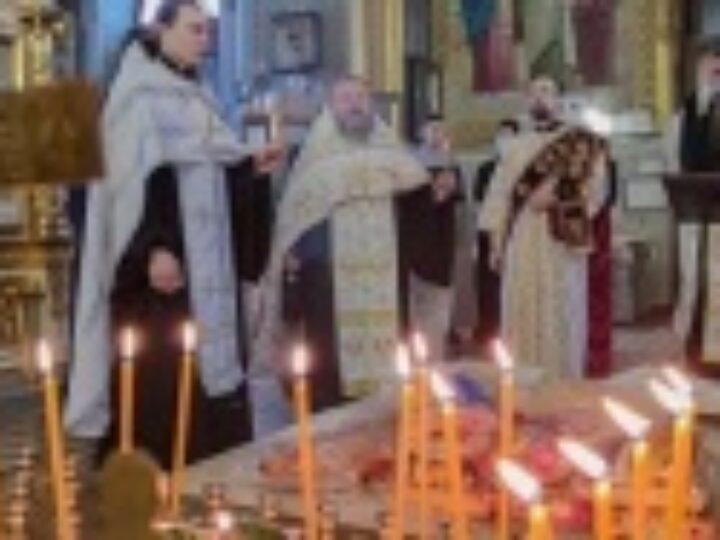 В Харьковской области молятся о погибших при пожаре в доме престарелых в Харькове
