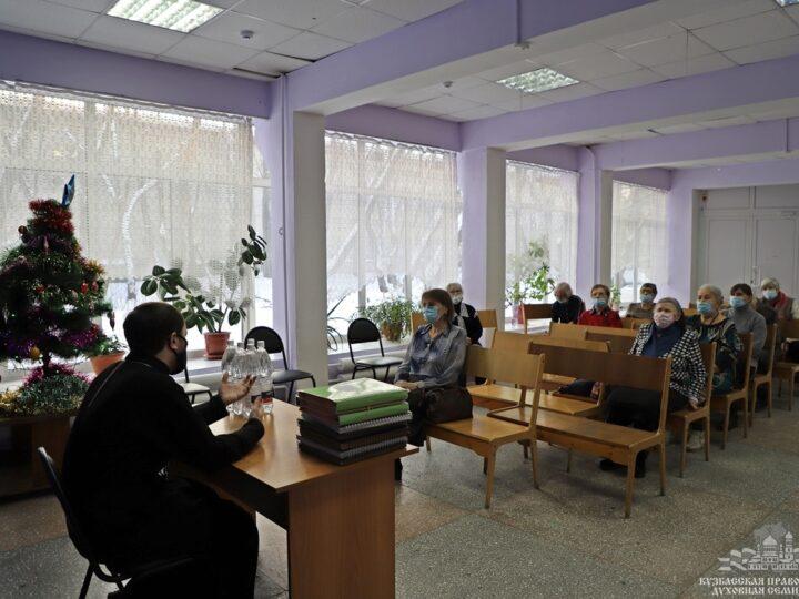 Проректор Кузбасской семинарии прочитал лекцию в обществе слепых