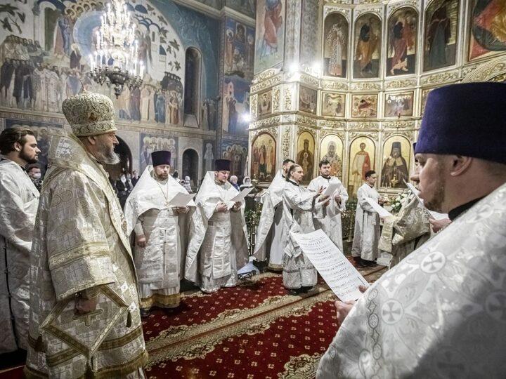 С нами Бог! Православные кузбассовцы встретили Рождество Христово