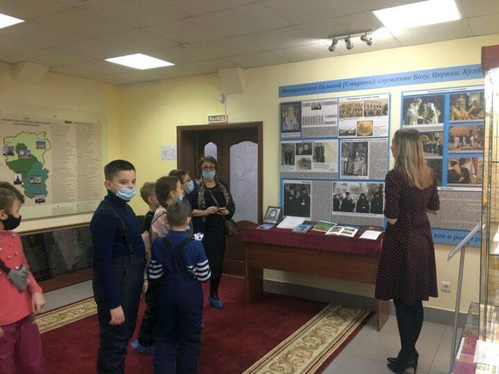 Кемеровские школьники посетили Музей истории Православия на земле Кузнецкой