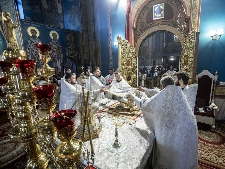 Глава митрополии возглавил богослужение Рождественского сочельника в главном храме Кузбасса
