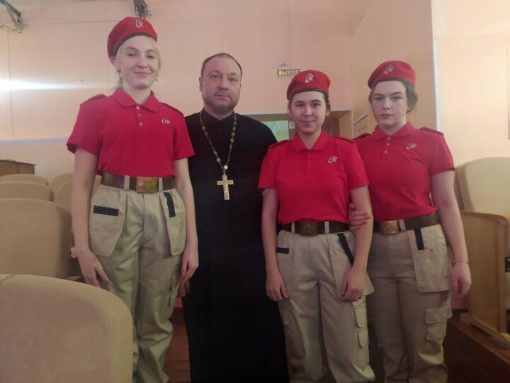 Юргинский священник принял участие в слёте военно-патриотического движения «Юнармия»