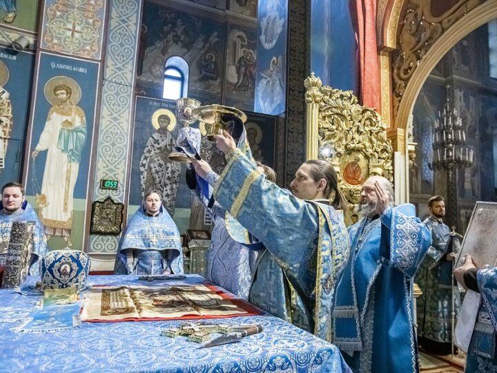 Кемеровчане встретили праздник Сретения Господня