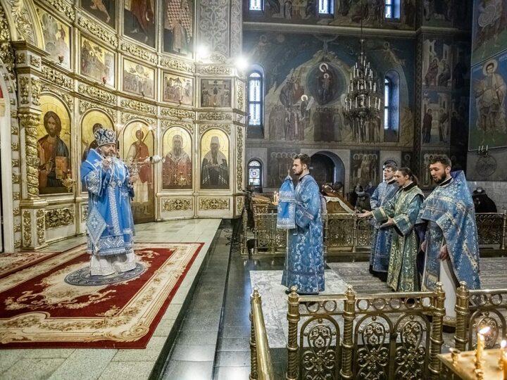 15 февраля 2021 г. Сретение Господне в Знаменском кафедральном соборе Кемерова