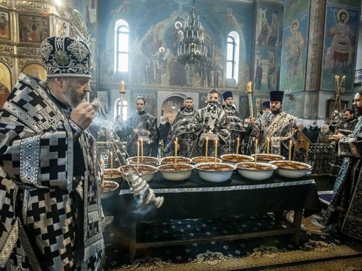 Глава митрополии освятил коливо в память великомученика Феодора Тирона
