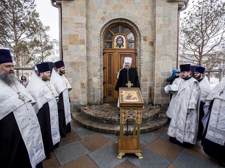 Православные кузбассовцы объединились в молитве о погибших в ТРЦ «Зимняя вишня»