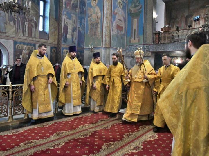 Богослужения недели сыропустной глава митрополии совершил в Знаменском соборе