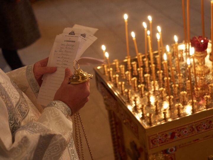 В мясопустную родительскую субботу митрополит совершил панихиду в главном храме Кузбасса