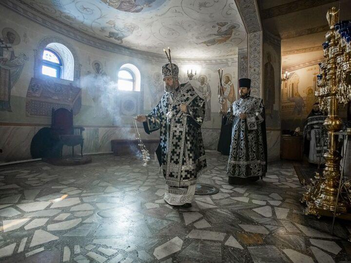 В среду первой седмицы поста митрополит совершил Литургию Преждеосвященных Даров