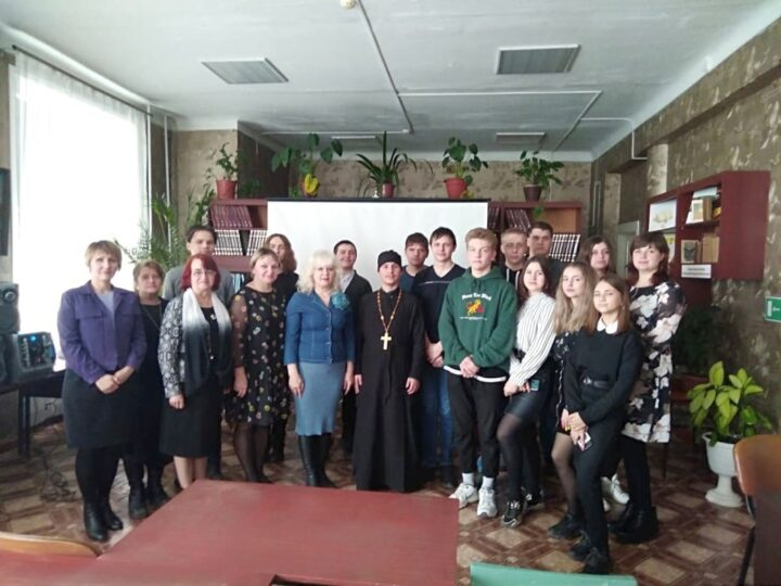 «Любить Родину, Бога и ближних»: в Осинниках прошла литературная беседа-диалог