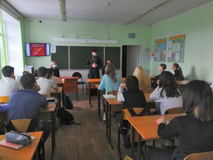 В Кузбассе воспитательная акция «Дети России» прошла при участии священника