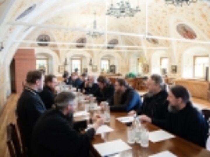 В Троице-Сергиевой лавре прошло заседание по подготовке мероприятий, посвященных 600-летию обретения мощей преподобного Сергия Радонежского