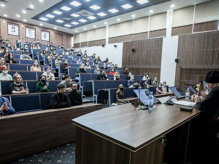 Митрополит Аристарх встретился со студентами Кемеровского государственного университета