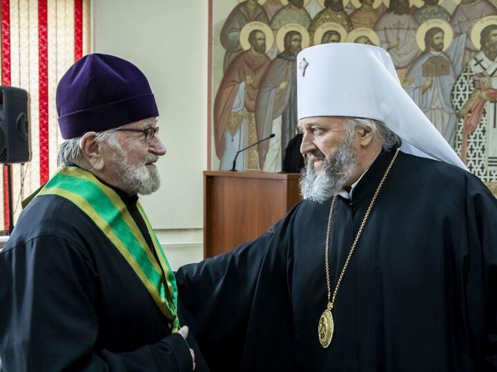 Священнослужителей и мирян Кемеровской епархии отметили церковными наградами