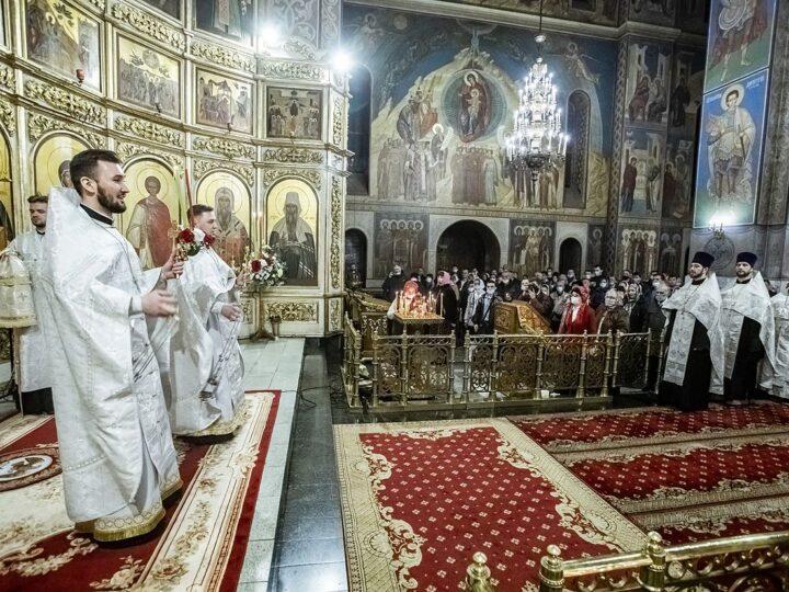 2 мая 2021 г. Празднование Светлого Христова Воскресения в Знаменском соборе Кемерова