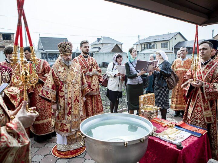 7 мая 2021 г. Освящение воды на Воскресенском приходе в Ленинске-Кузнецком