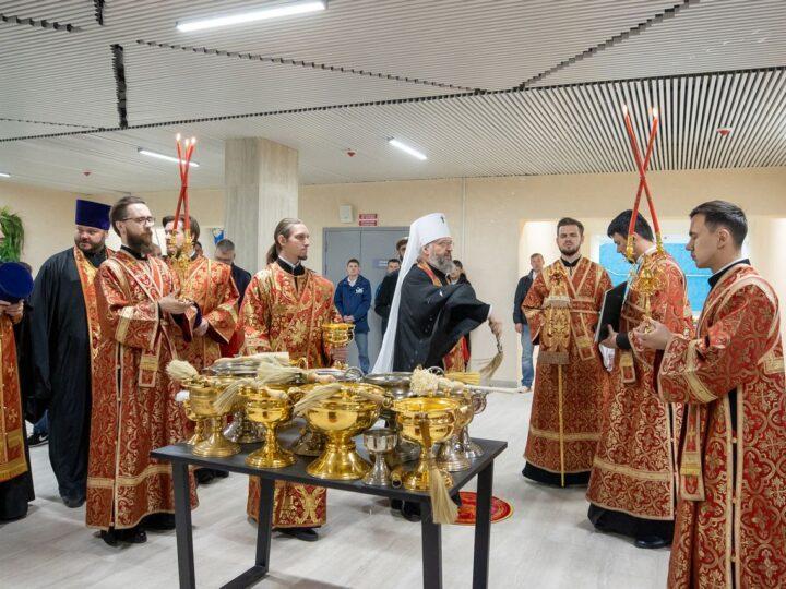 Митрополит Аристарх возглавил освящение ледовой арены «Кузбасс»