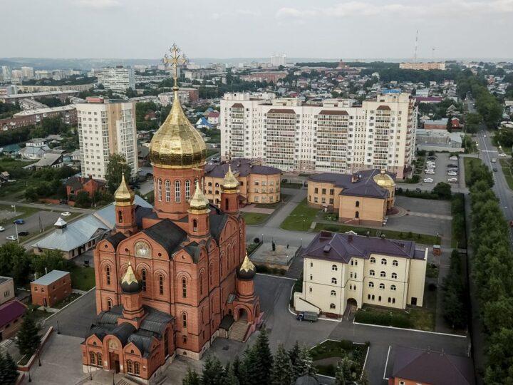 Глава митрополии совершил богослужения в главном храме Кузбасса