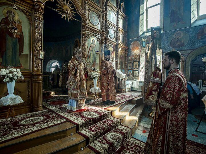 Великую вечерню в канун Светлого четверга митрополит совершил в храме иконы Божией Матери «Скоропослушница» Киселёвска