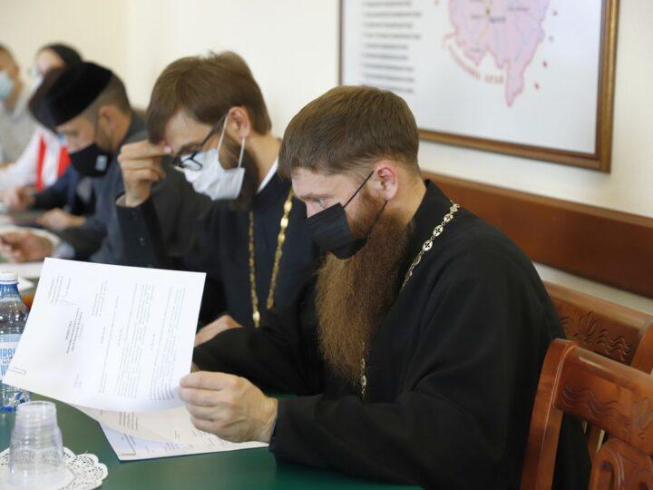 13 мая 2021 г. Участие представителей митрополии в работе Межконфессионального совета при губернаторе Кузбасса