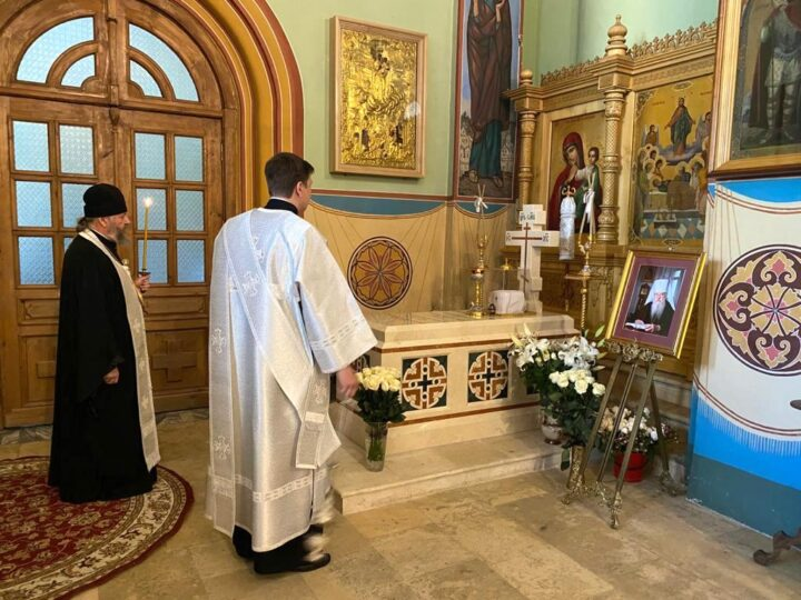 Глава Кузбасской митрополии помолился у могилы митрополита Евлогия