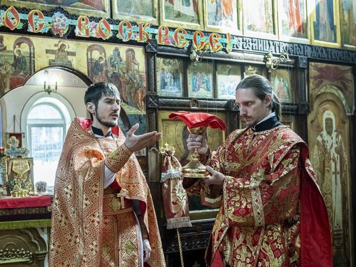 7 мая 2021 г. Светлая пятница. Божественная литургия в храме Новомучеников и Исповедников Русской Церкви в Ленинске-Кузнецком