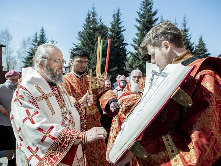 Архипастыри Кемеровской епархии совершили в Знаменском соборе богослужения Светлого понедельника