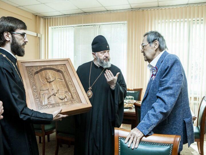 Митрополит Аристарх поздравил Амана Тулеева с Днём рождения