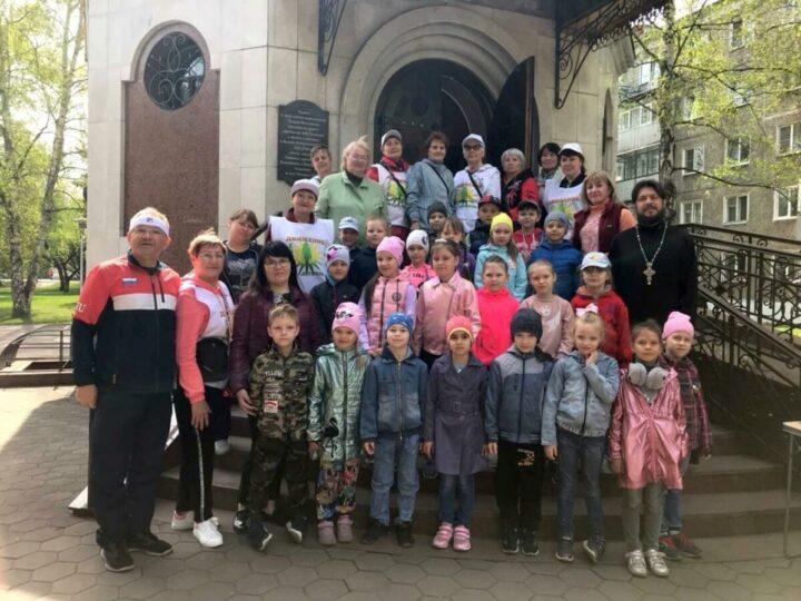 В Новокузнецке отметили Всемирный день здоровья мастер-классом по скандинавской ходьбе