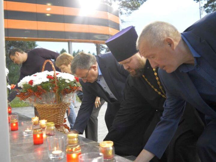 Калтанский священник принял участие в акции «Свеча памяти»