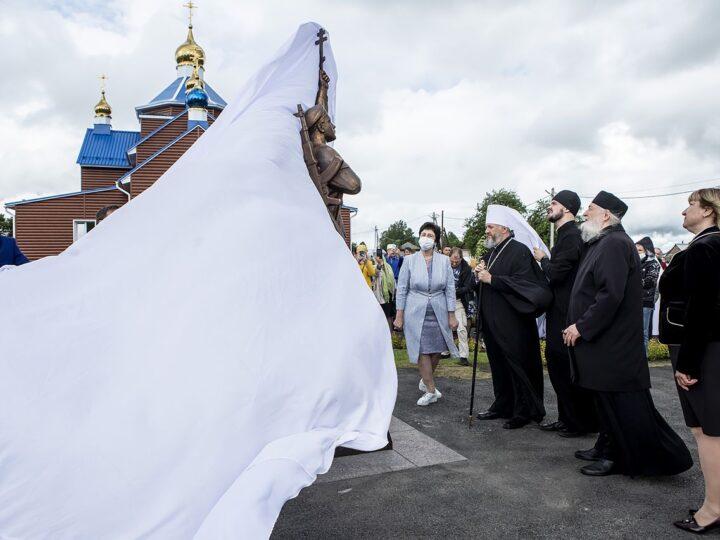 Глава митрополии принял участие в открытии памятника Русским воинам в Прокопьевском округе