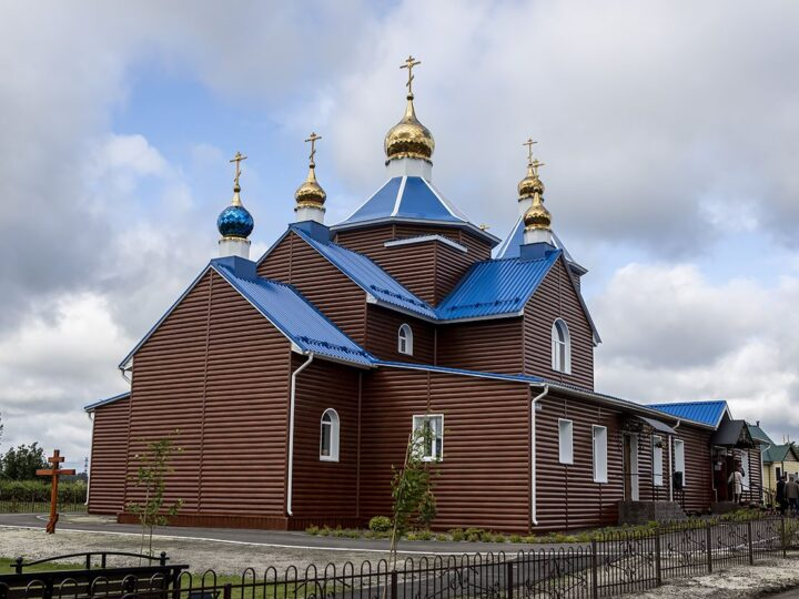 Митрополит освятил новый храм в Прокопьевском округе